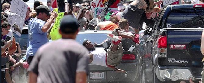 """""""A Charlottesville l'estrema sinistra sfilava coi bastoni"""". Nuova bufera su Trump"""