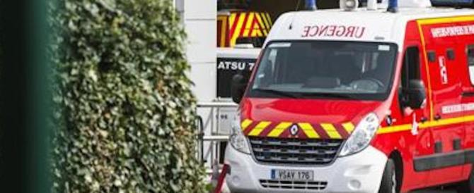 Torna l'incubo terrorismo a Parigi, soldati investiti da un'auto in fuga: sei feriti