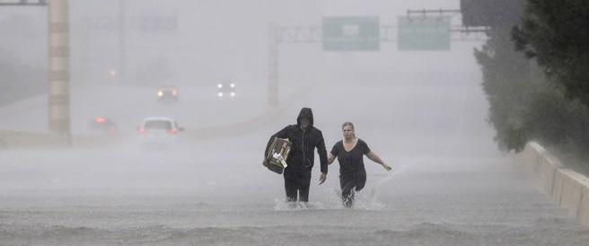 """Harvey """"declassato"""" a tempesta, ma provoca 5 morti in Texas"""
