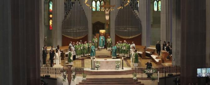 Messa per le vittime alla Sagrada Familia, l'icona che i terroristi volevano abbattere