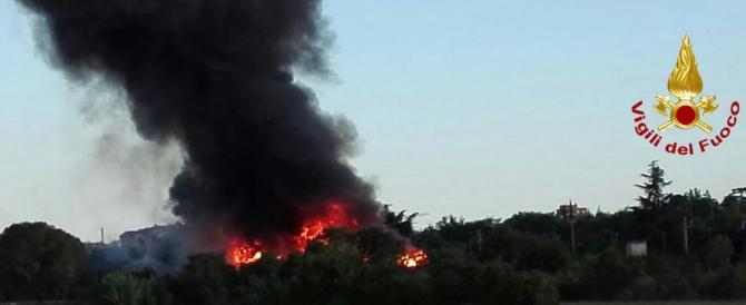 Incendi in Umbria e Toscana. Napoli, il fuoco causato da lanterne cinesi