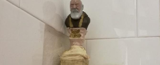 """Risparmiano sulla bolletta della luce """"grazie"""" a una statua di Padre Pio"""