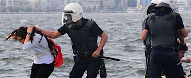 Non si ferma la repressione in Turchia: altri arresti tra giornalisti e curdi