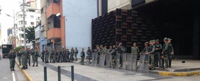 "Caos Venezuela, la pm anti Maduro denuncia: ""Assediati dai militari"" (video)"