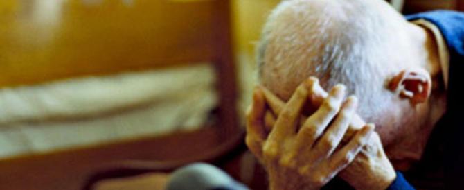 Anziano invalido incastra le badanti: «Mi avete rubato 800 euro»