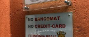Bancomat obbligatorio per i negozianti. Da settembre vietato accettare solo contanti