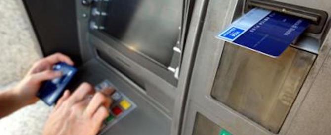 Bancomat e carta di credito, ecco come conviene usarle
