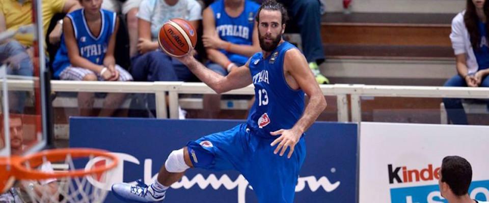 Europei di basket, i campioni contro la nuova palla: si scalda e scivola col sudore