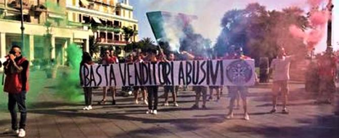 Applausi per il blitz di Casapound contro gli abusivi a Ostia (video)