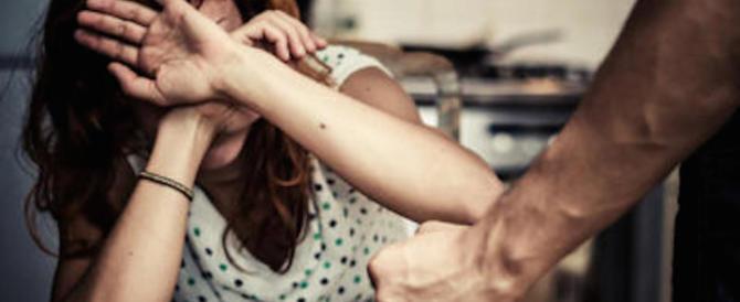 Boliviano alla moglie: «Non ti amo più, vai via…». E la massacra di botte
