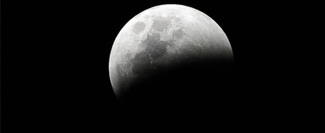 Stasera l'eclissi parziale di Luna. Ecco quando e dove si potrà vedere in Italia