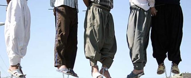 Iran, ancora condanne a morte: arrestato a 15 anni è stato impiccato
