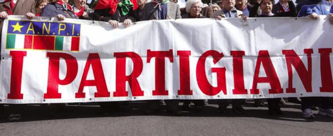 Volterra, partigiani ancora in guerra contro i fascisti: dopo Albertazzi, le spille