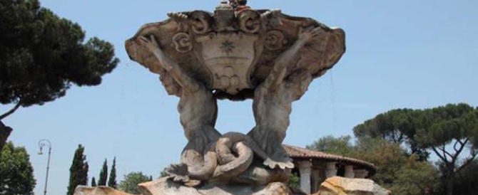 Ancora vandali a Roma, olio per motori nella Fontana dei Tritoni