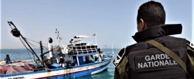 """La nostra Marina """"salva"""" un peschereccio italiano dai tunisini"""