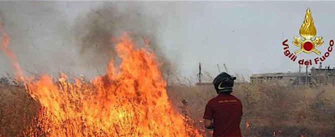 Enna, vasto incendio fuori controllo, evacuate molte abitazioni (video)