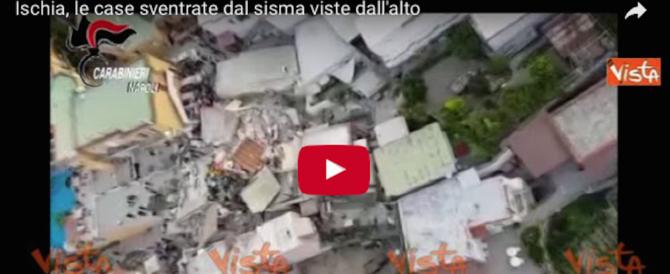 Terremoto a Ischia, le case sventrate viste dall'alto (video)