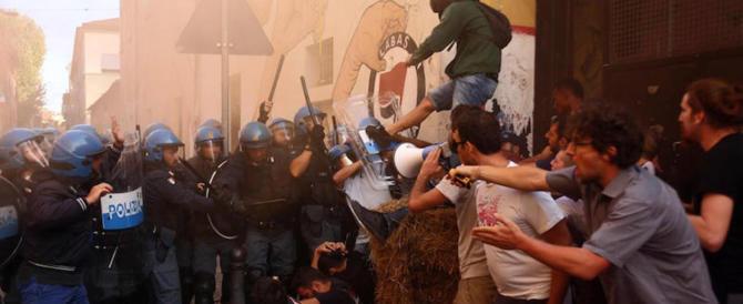 Bologna, sgomberato il centro sociale Labàs: tentò di boicottare il libro su Ramelli (video)