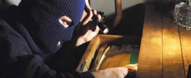 Titolare di un cinema pubblica la foto di due ladri romeni su Fb: beccati