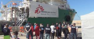 """Medici senza frontiere rinuncia a salvare i migranti: """"La Libia ci spara addosso"""""""