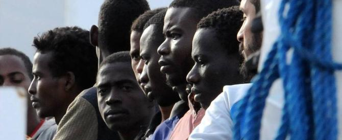 «Vogliamo vedere Sky»: migranti in rivolta al centro di accoglienza