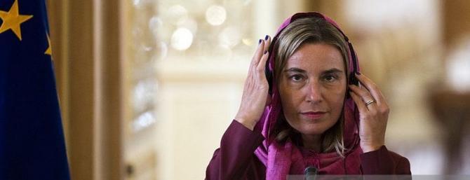 """Mogherini velata nel Parlamento iraniano. """"Una vergogna per tutti gli europei"""""""