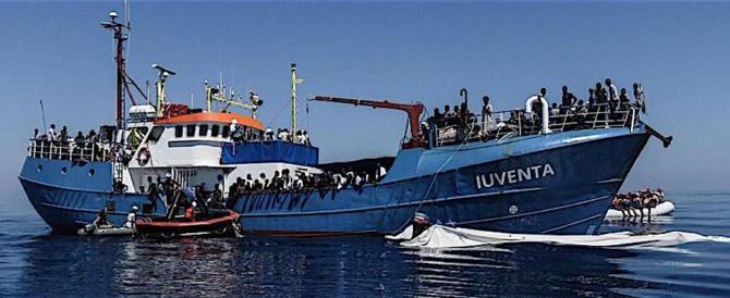 Trapani, sequestrata nave ong. L'accusa è favoreggiamento dell'immigrazione