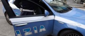 Depreda turista, poi aggredisce gli agenti: arrestato senegalese a Napoli