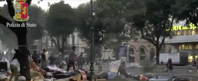 I poliziotti: «Noi rischiamo la pelle, i buonisti difendono i migranti violenti»