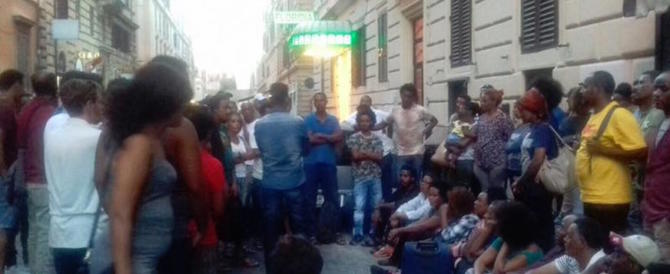 Scatta foto ai profughi sgomberati da via Curtatone: aggredita Gloria Pasquali