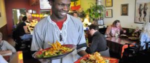 A Merano il ristorante che assume solo migranti. Pagato coi soldi pubblici