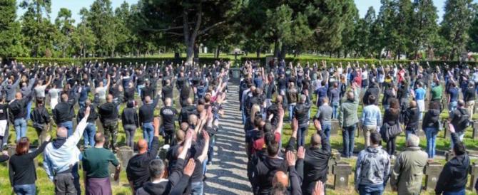 Saluto romano ai caduti della Rsi, per la Procura di Milano non c'è reato