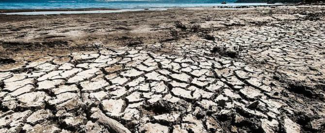 Sos lago di Bracciano, dove c'era acqua ora ci sono lunghe spiagge (galleria fotografica)