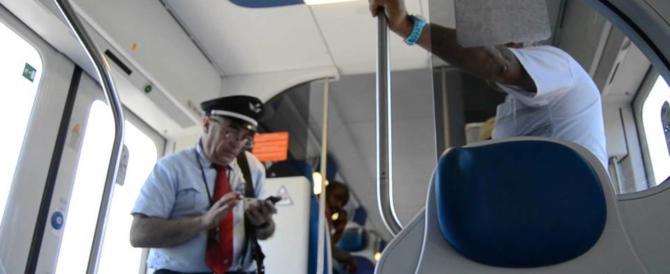Calci e pugni ai controllori: 4 stranieri sul treno senza biglietto