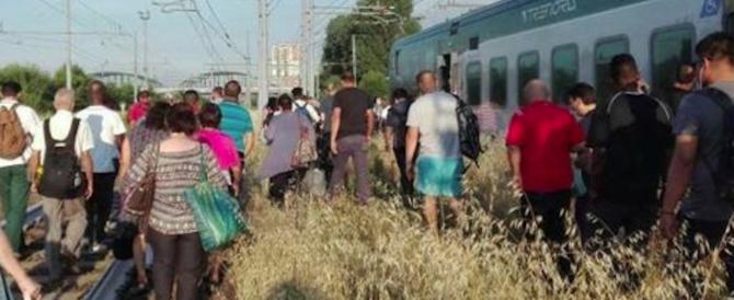 Treno guasto e rovente: sei auto della polizia per sedare la rivolta dei passeggeri