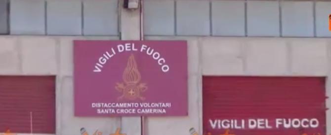 Appiccavano incendi per guadagnare: denunciati 15 vigili del fuoco volontari (video)