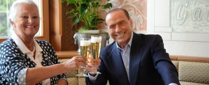 Berlusconi insiste nella svolta pop: ora pranza in una birreria di Merano