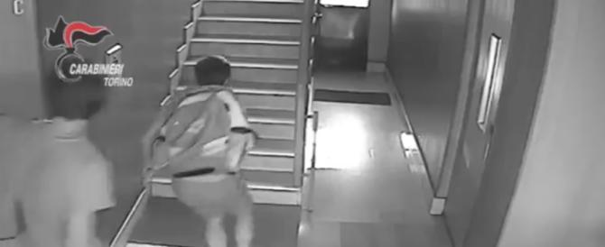 Ecco come i ladri scassinano gli appartamenti con la chiave bulgara (video)