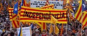 La Catalogna prepara l'addio, Madrid manda l'esercito: alta tensione