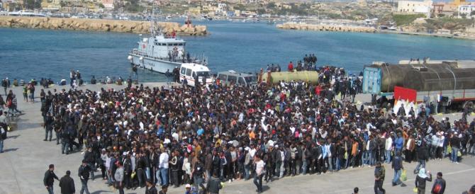 Lampedusa, ira del sindaco di sinistra: ora basta, donne molestate dai tunisini