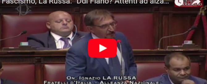 Il Duce e il saluto romano. La Russa parla in aula e spezza in due Fiano (video)