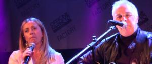A sorpresa Giorgia Meloni duetta col cantautore Davide van de Sfroos ad Atreju