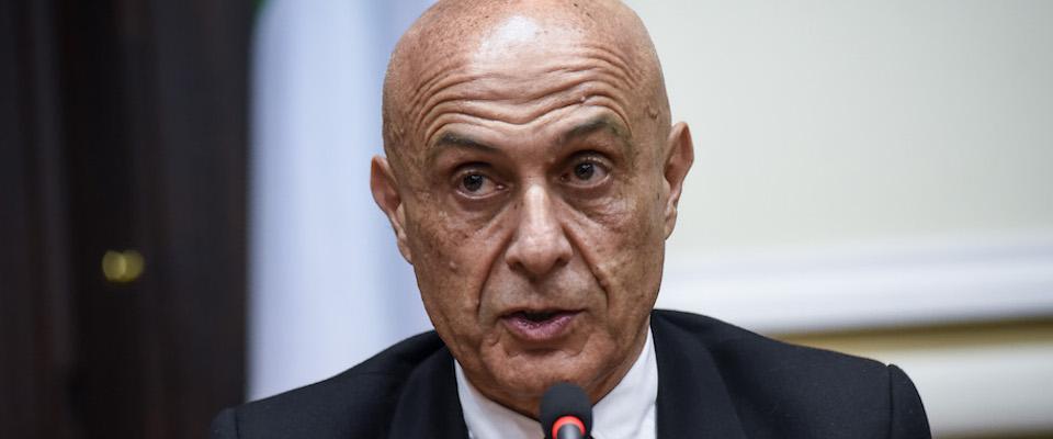 Sinistra italiana punge Minniti: ha fermato i migranti, niente laurea ad honorem