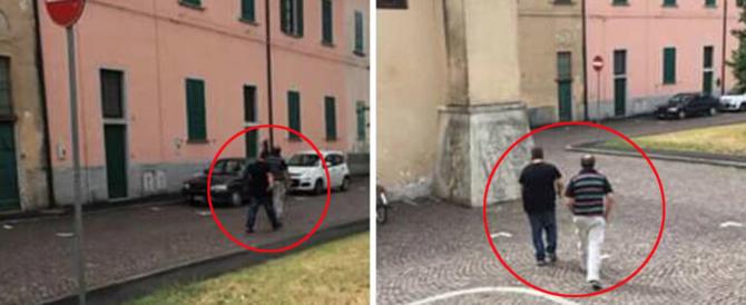 Due uomini rubano le offerte in chiesa, il prete li fotografa e li umilia
