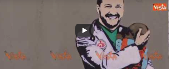 """L'artista di sinistra imbratta un muro di Milano col Salvini """"volontario"""" (video)"""