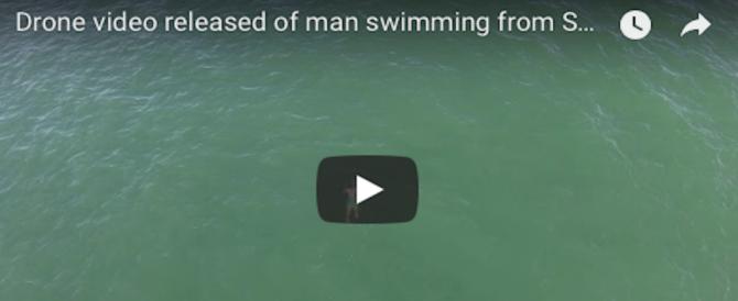 Di male in peggio, in fuga dalla polizia si tuffa in acqua: ed è inseguito dallo squalo (VIDEO)