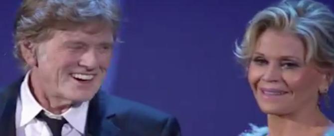 """Robert Redford e Jane Fonda fanno """"outing"""" al Lido: «Ci siamo piaciuti molto» (VIDEO)"""