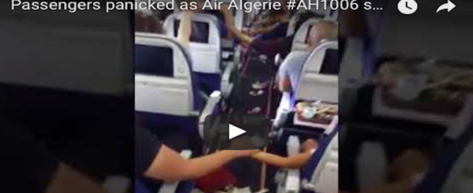 Panico a bordo, incredibile turbolenza sul volo Algeri-Parigi: i passeggeri si tengono per mano (VIDEO)