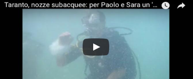 """Nozze subacquee, l'ultima moda: e il """"sì"""" arriva a 3 metri di profondità (VIDEO)"""