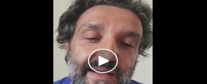 Altro pacco su Insinna, costretto a chiarire su FB: non vendo la mia immagine (VIDEO)